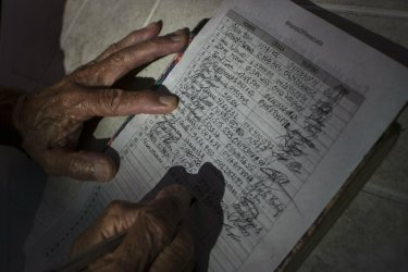 A man signs a petition against the interference of the United States in the internal politics of Venezuela. The 'Hands off Venezuela' campaign is organised by the government.