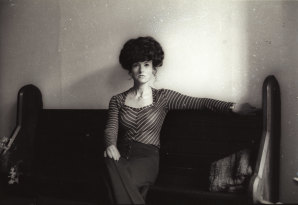 """Juanita Nielsen, editor and publisher of the newspaper """"NOW"""", at her Potts Point office in 1974."""