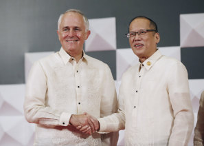 Australian Prime Minister Malcolm Turnbull, left, poses for a photograph with  Philippines President Benigno Aquino III at the welcoming dinner for the Asia-Pacific Economic Cooperation (APEC) summit in Manila, Philippines, 2015.