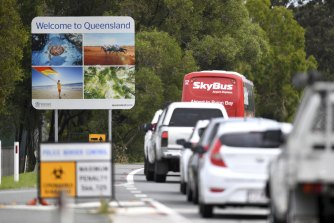 Vehicles from NSW queue up at the Queensland border during 2020 border closures.