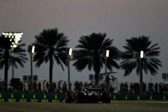 Daniel Ricciardo on track during F1 Abu Dhabi GP qualifying at Yas Marina.