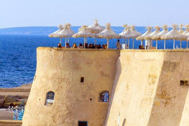 Italy, Apulia, Gallipoli, old town, cafe on the town wall.