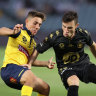 Muller strikes late against macho Mariners to lift Wanderers to summit