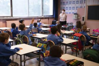 NSW Education Department is looking to buy about 10,000 air purifiers to be used in the state's classrooms to help mitigate COVID-19 transmission when students return to school.