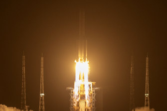 A rocket carrying the Chang'e 5 lunar mission lifts off at the Wenchang Space Launch Centre last month.