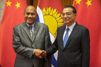 Kiribati's President Taneti Maamau, left, and Chinese Premier Li Keqiang before a meeting in Beijing last year.
