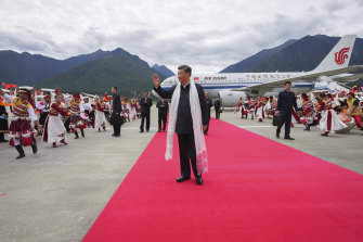 Chinese President Xi Jinping waves as he arrives at the airport in Nyingchi in western China's Tibet Autonomous Region.
