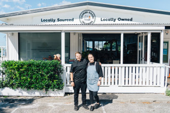 Riley Hooper and Madison Behringer, who own the Cooked Goose Cafe at Hyams Beach.