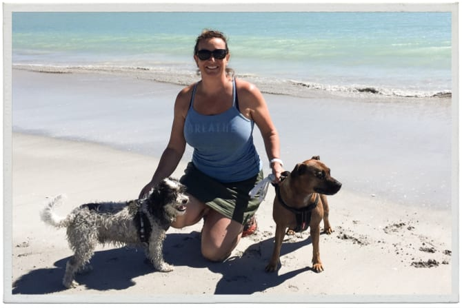 Gabrielle Targett, here the image, his dogs Elliot and Aunt, had a scarf.