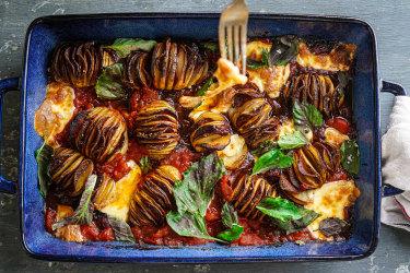 Pepperoni hasselback potato traybake.