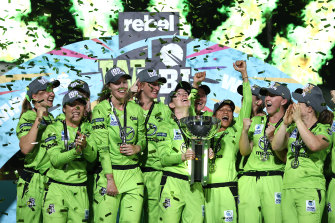 Rachael Haynes lifts the WBBL trophy.