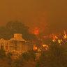 As it happened: 56 homes lost, hundreds evacuated in Wooroloo bushfires