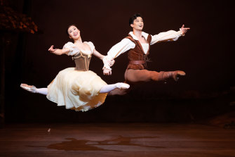 Ako Kondo and Chengwu Guo created a tender partnership in Giselle.