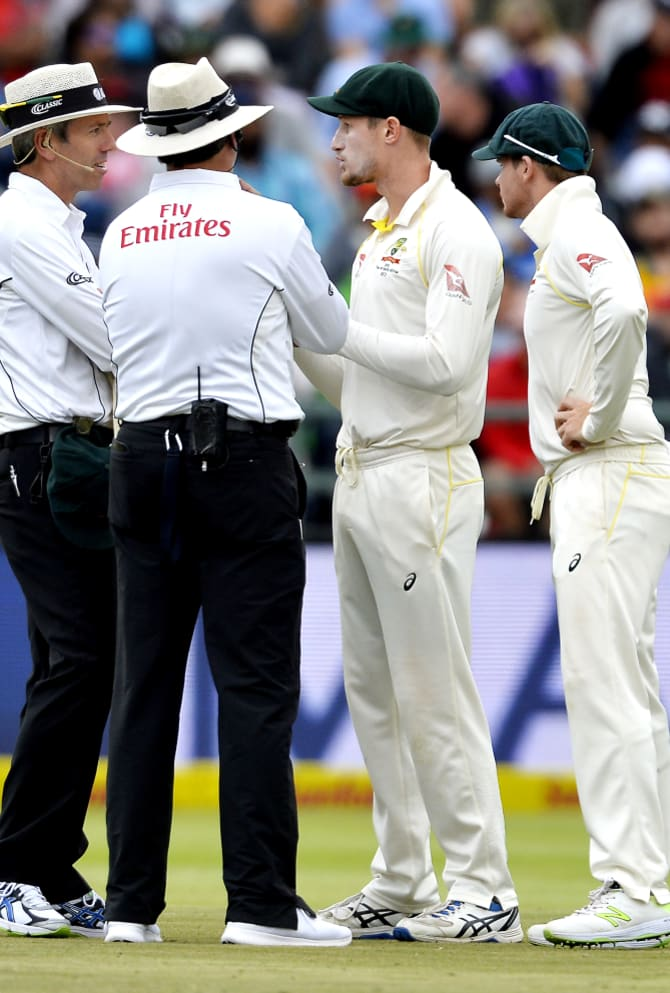 Umpires question Bancroft and Smith after TV cameras caught Bancroft attempting to tamper with the ball.