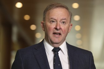 Opposition Leader Anthony Albanese will announce an election promise to create a $15 billion innovation fund.