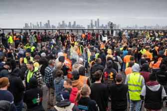 More than 1000 protesters gather on West Gate Bridge on Tuesday afternoon.