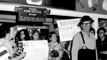 From the Archives: Freedom Riders protest pool ban