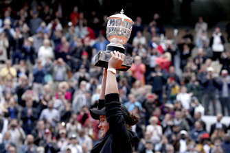 Ashleigh Barty with the trophy after her French Open triumph in 2019.