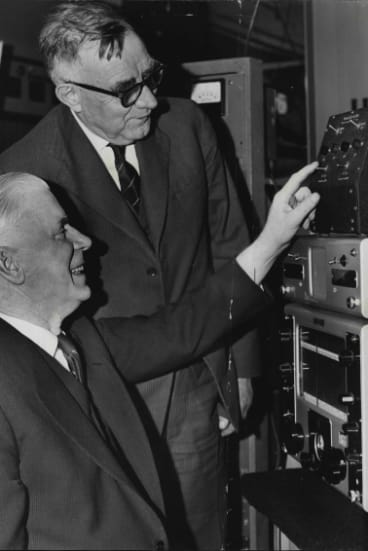 Sir Lionel Hooke (right) shows NZ high commissioner the most powerful medium-wave broadcasting transmitter ever made in Australia, 1960.