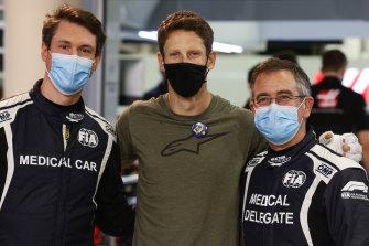 Romain Grosjean poses with Dr Ian Roberts and Alan van der Merwe.