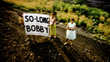 A farewell sign seen from the funeral train.