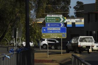 Doctors have threatened to resign en masse from Deniliquin Hospital.