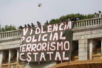 A banner is unfurled in Lisbon, Portugal. It translates to 'Police violence, state terrorism'.
