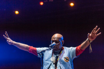 Archie Roach tampil di Myer Music Bowl.