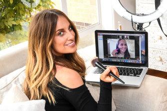 Jade Kisnorbo shows Mardi Dangerfield how to apply her make-up via Zoom.