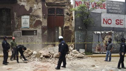 Powerful earthquake shakes Mexico