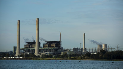 Big emitters' green goals drive AGL to mull 'hybrid' power plans