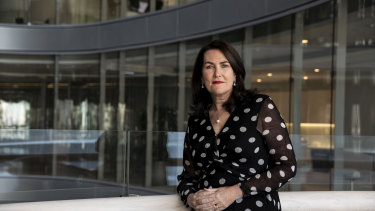 Senator Deborah O'Neill has asked ASIC to investigate AMP over a policy change that has put hundreds of financial planners in debt.