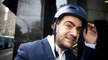 Sam Dastyari arrives at ICAC on a lime bike