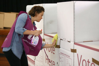 Labor politicians are calling on the government to delay the elections.