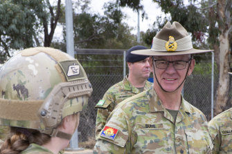 Chief of Army, Lieutenant General Rick Burr, AO, DSC, MVO talks with soldiers from the 1st Armoured Regiment.
