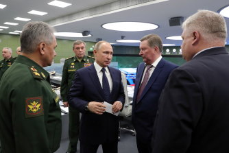 Russian President Vladimir Putin (centre) watches a test flight of the Avangard hypersonic system in 2018.