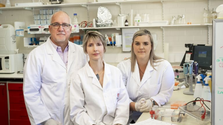 Murdoch University researchers led by Professors Peter Irwin, Una Ryan and Dr Charlotte Oskam will lead the DSCATT study.