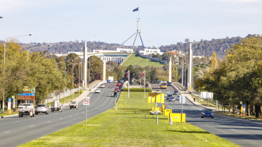 The National Capital Authority plans to widen the Commonwealth Avenue Bridge.