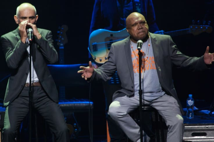 Kelly and Roach performing together later, in 2015.