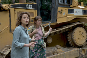 Sigrid Thornton as Laura Gibson with her now-adult daughter Miranda, played by Brooke Satchwell.