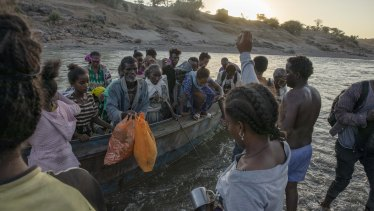 Tigray refugees arrive on the banks of the Tekeze River on the Sudan-Ethiopia border, in Hamdayet.