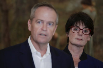Fiona McLeod with former Labor leader Bill Shorten campaigning for Higgins in 2019.