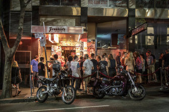 Punters line up to get into Frankie's Pizza on the night lockout laws are phased out.