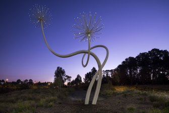 The Love Flower sculpture is designed as a gift to those travelling along Peninsula Link.