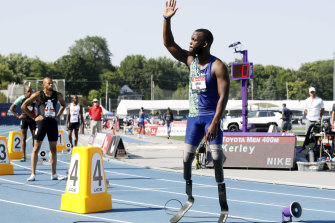Blake Leeper waves to the crowd before the men's 400-meter dash at the US Championships.
