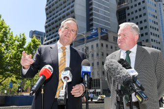 "Bill Shorten and Peter Gordon call on the government to refund every single ""robo-debt""."