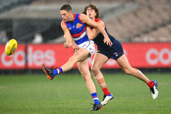 Schache gets a kick away against Melbourne this year.