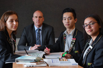 Suzanne Cory High School Principal Colin Axup with students (left to right)Nina Kostovski, Matthew Nguyen andKatrina Danial.