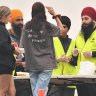Thanks dhal: Sikh group to the rescue with hundreds of free curries