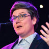 'It's a huge problem': Comedians applaud Hannah Gadsby's anti-phone measures